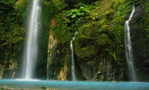 Menjelajah Wisata Alam di Medan, air terjun 2 warna